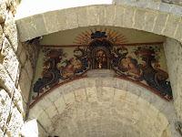 Portal de Sobreportes. Plaça de la Catedral. Llegendes. Girona.