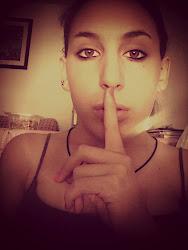 Callame a besos.