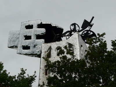 sculptures ésotériques et colorées_niki de saint phalle_jean tinguely