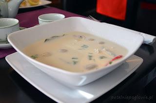 restauracja Yummy, obiad, Warszawa, zupa, deser, makaron, zupa Tom Kha