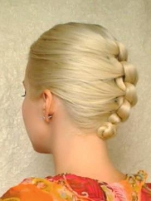 How-to-Style-a-Knotted-Chignon-4