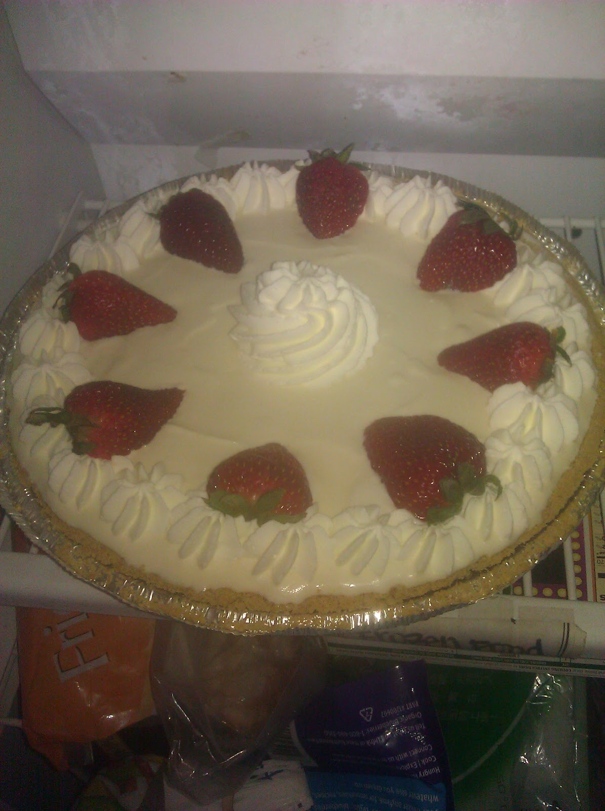 dr. sweet tooth: Strawberry Mango Ice Cream Pie