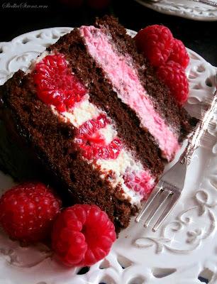 Tort Czekoladowy z Malinami (Tort Czekoladowo Malinowy) - Przepis - Słodka Strona