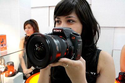 Membersihkan Kamera DSLR