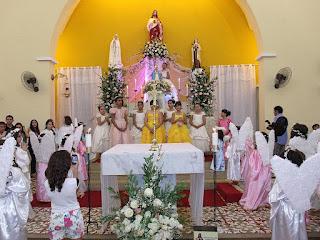 Imagens da Santa Missa, Coroação de Nossa Senhora e Bodas de Ouro do casal Jose Belarmino e Selma Carneiro.