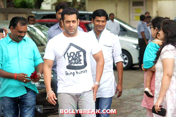 Salman Khan - Salman celebrates Eid with his family
