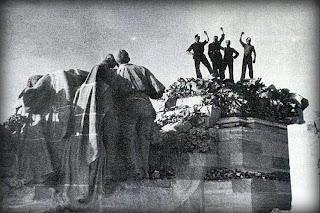 Festejando la destrucción del monumento al Sagrado Corazón de Jesús