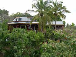 Vue d'ensemble de notre maison et du gîte (à droite)