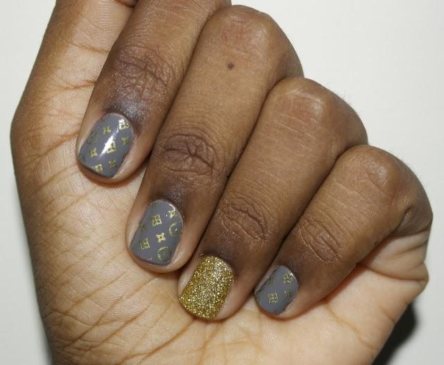 Unhas-da-vez-esmalte-cinza-roxo-starvie-perfectnail-perfect-nail-pelicula-louis-vuitton-glitter-dourado-unha-açucar-4