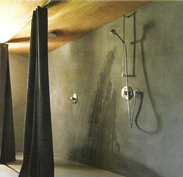 dramatic floor-to-ceiling shower curtains, concrete shower, image via Côtë Sud Dec 04-Jan05, edited by lb for linenandlavender.net