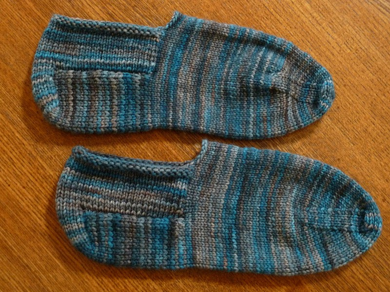 Bed Socks Knitting Pattern 2 Needles : Affiknitty -: Turkish Bed Socks pair #2