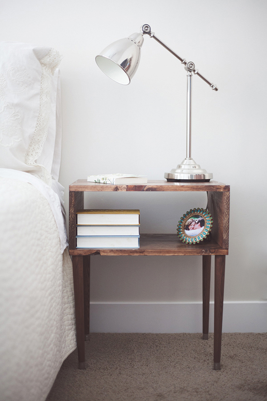 10 creative bedside tables my paradissi for Side table decor bedroom