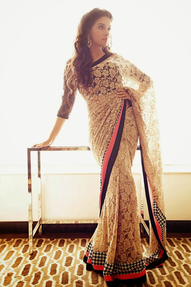 Asin looking hot in Saree