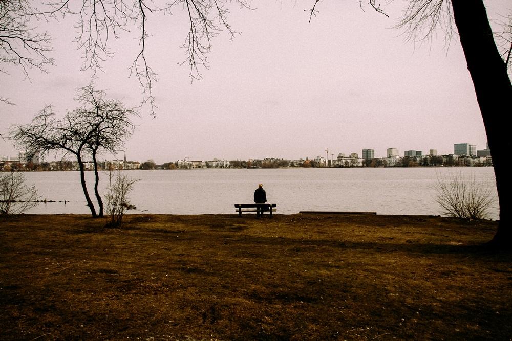 miasto, rzeka, człowiek