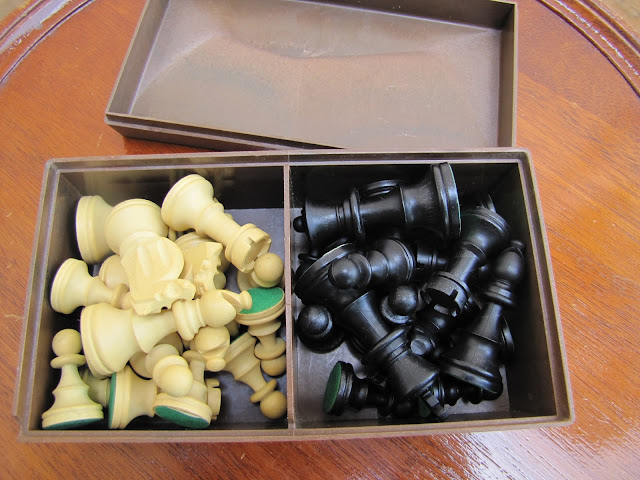 Container of the House of Martin chess set.