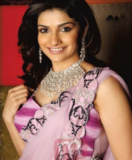 Prachi Desai Hot Pics, Prachi Desai Photos, Wallpapers, Images