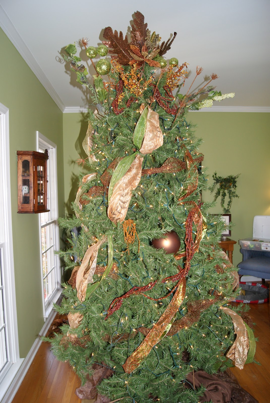 It's the Little Things: How to Layer a Christmas Tree