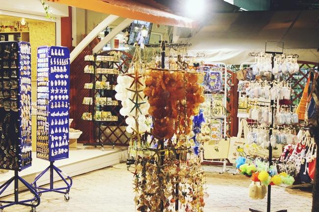Sarti (Sithonia) at night.Sarti (Sitonija) nocu.Souvenir shops Sarti.