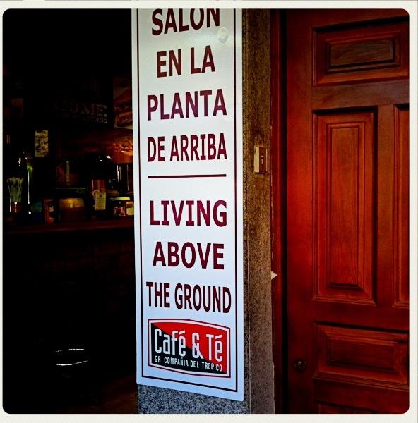 131 traducci n sal n en la planta de arriba living for Above ground salon