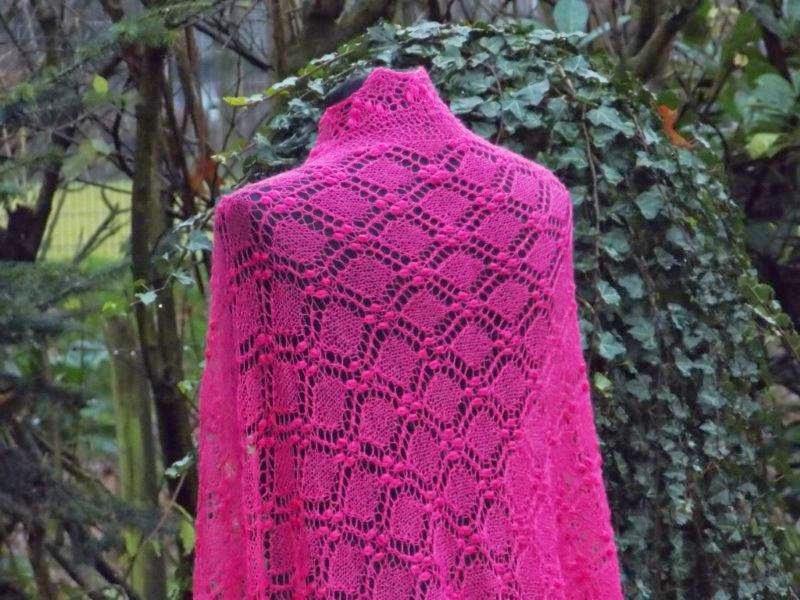 TE KOOP, EXTRA lange  en BREDE  Fuchsia roze sjaal