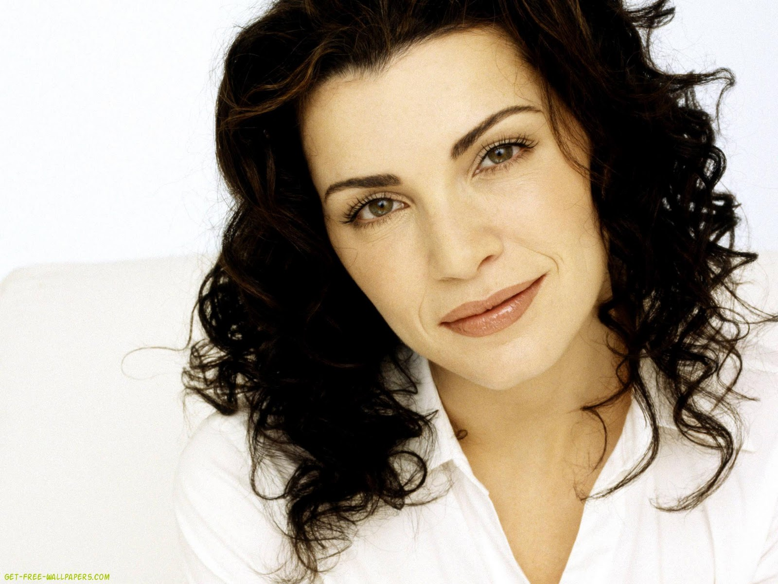http://3.bp.blogspot.com/--zWpExHrWzw/TndrKRBiy1I/AAAAAAAAeio/hC1UPF2pS-k/s1600/julianna+margulies+wallpapers+2011+3.jpg