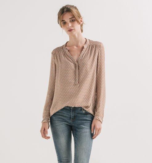 http://www.promod.es/mujer/camisas---tunicas/blusas/blusa-vaporosa-estampado-camel-R3260119553.html#