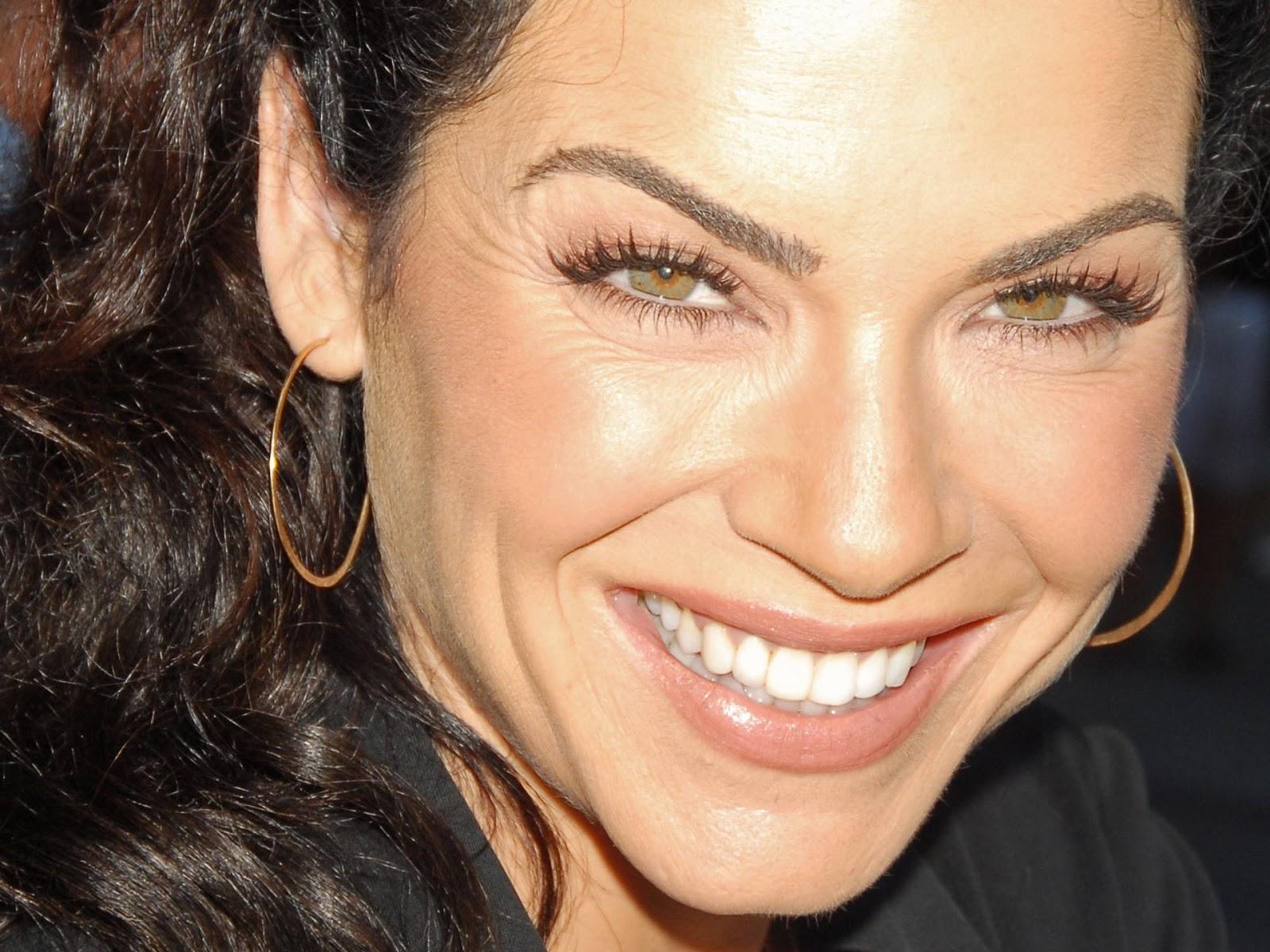 http://3.bp.blogspot.com/--zf_4SVB7vI/ULDQrVMneaI/AAAAAAAAAI0/JhGL5T_OmhQ/s1600/Julianna-Margulies-facelift.jpg