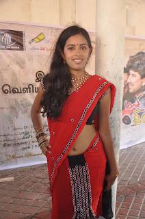 actress navel show in saree