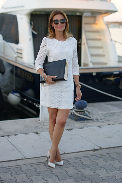 white sangallo lace dress, miniabito pizzo bianco, summer look, white lace mini dress, Mango dress, Moschino notes bag, Fabi pumps, Fashion and Cookies