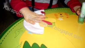 activité manuelle avec assiette en carton