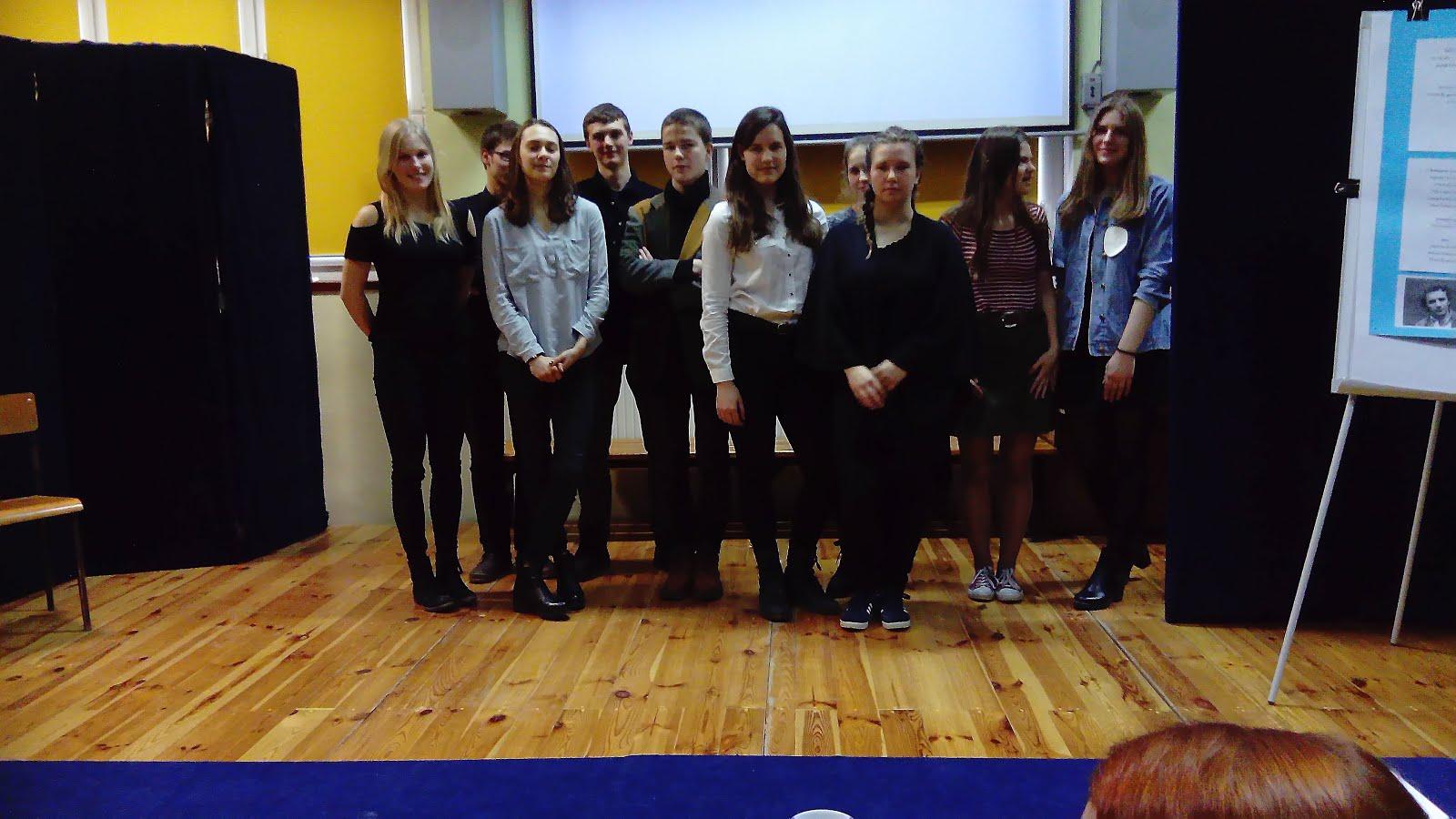 Uczestnicy szkolnego konkursu poezji Edwarda Stachury