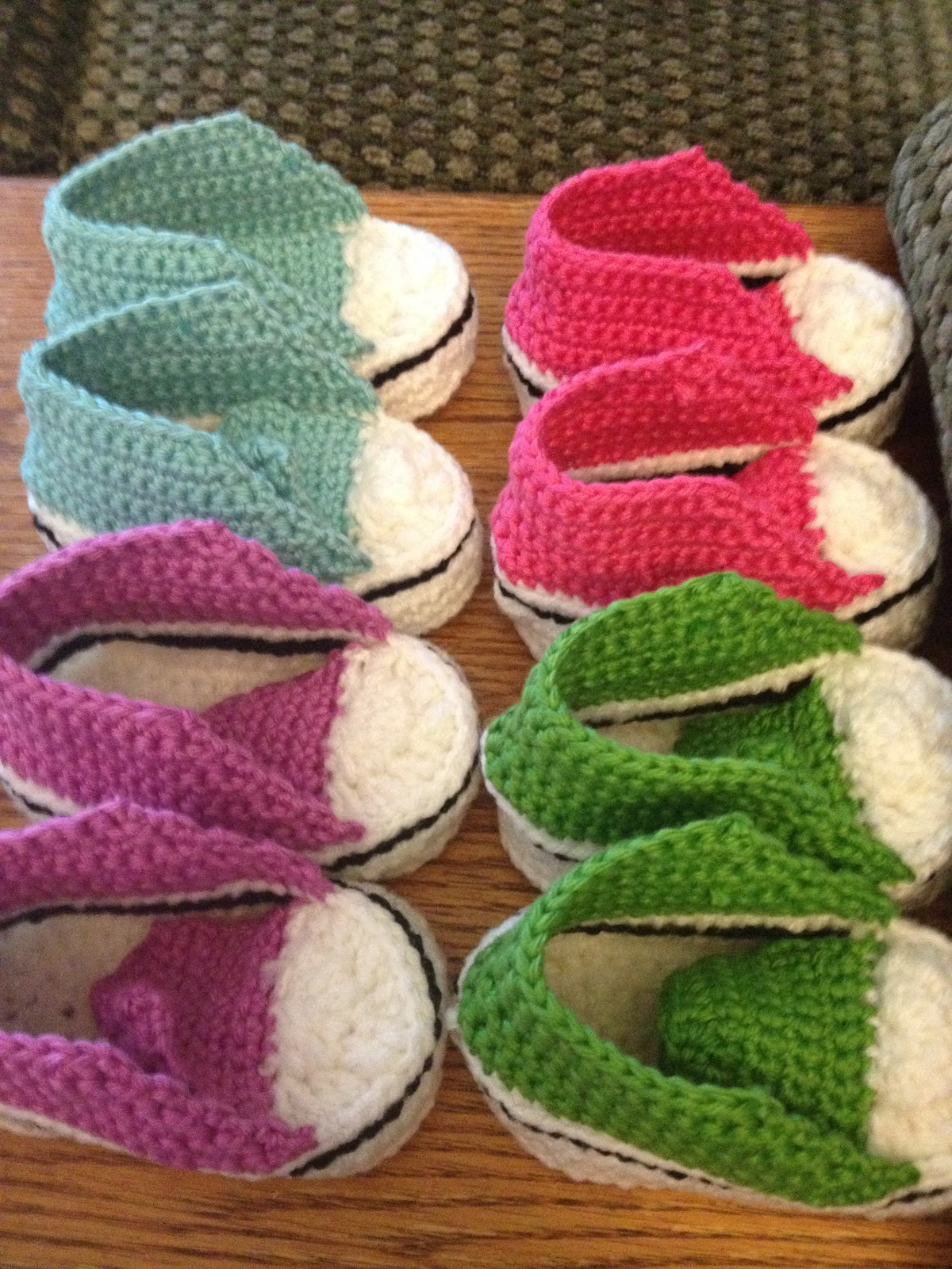 Free Crochet Pattern Converse Shoes : Grannys Creative Creations: Crochet Baby Converse!