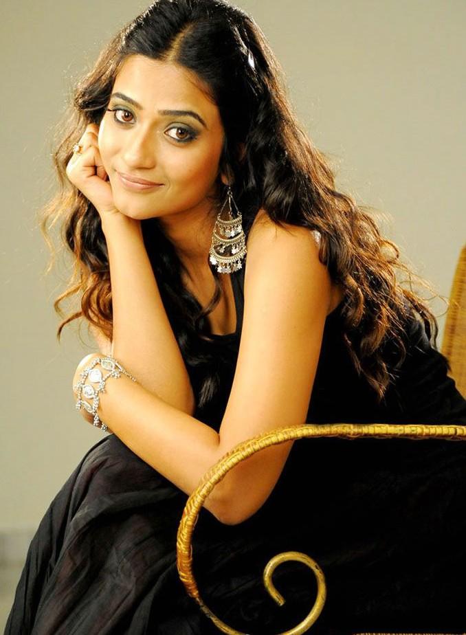 , Aditi Sharma in Hot Saree