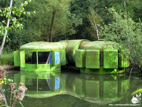 Habitat de Loisirs industrialisé, transformable, combinatoire et extensible (et flottant)  Architecte: Jacques Beufé  Projet: 1970  Prototype: 1980