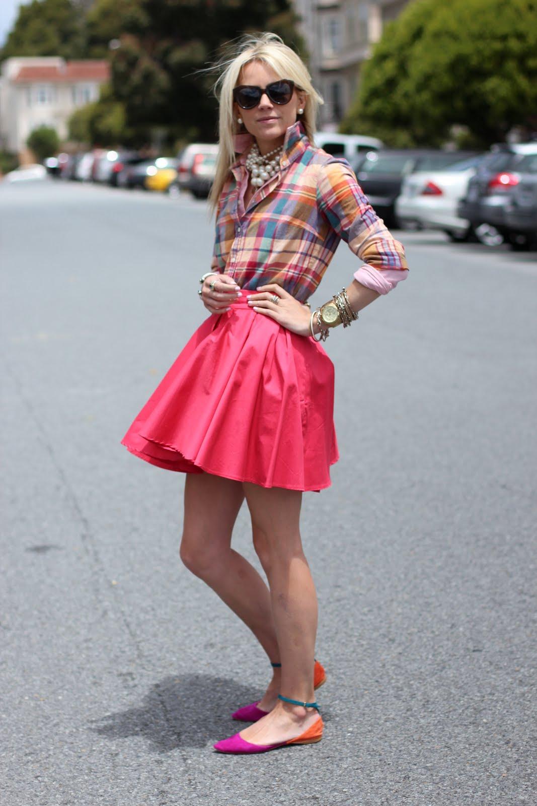 Розовая мини юбка на девушке фото 2 фотография
