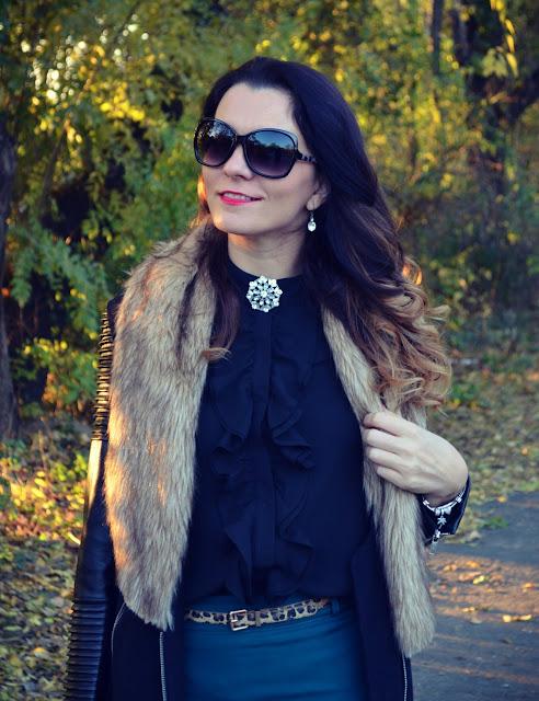 http://www.stylemoi.nu/long-sleeve-chiffon-blouse-with-frill-placket.html?acc=314