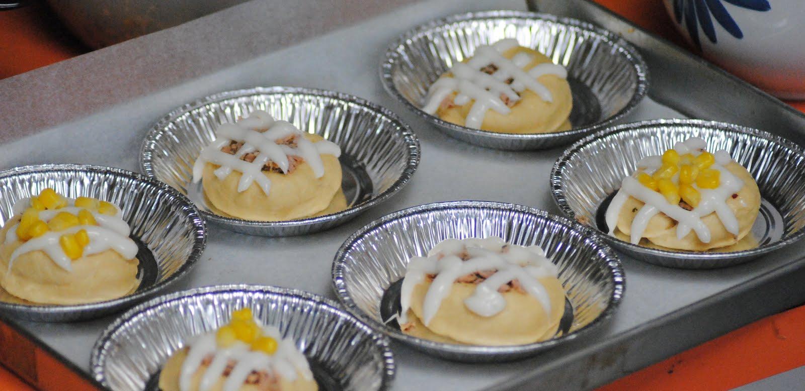 Ibudirafisa Durian Cup 75gr Sebagian Adonan Roti Ini Saya Masukan Ke Dalam Paper Dengan Mencampur Tuna Kedalamnya Dan Menaburkan Jagung Mayonaise Di Atasnya