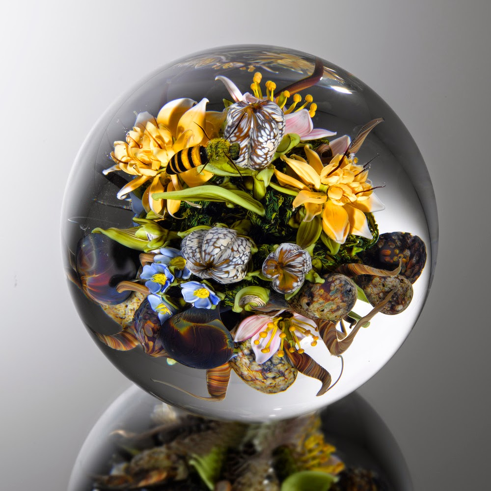 04-Fecundity-Bouquet-Paul-J-Stankard-Nature-in-a-Sculptured-Glass-Orb-www-designstack-co