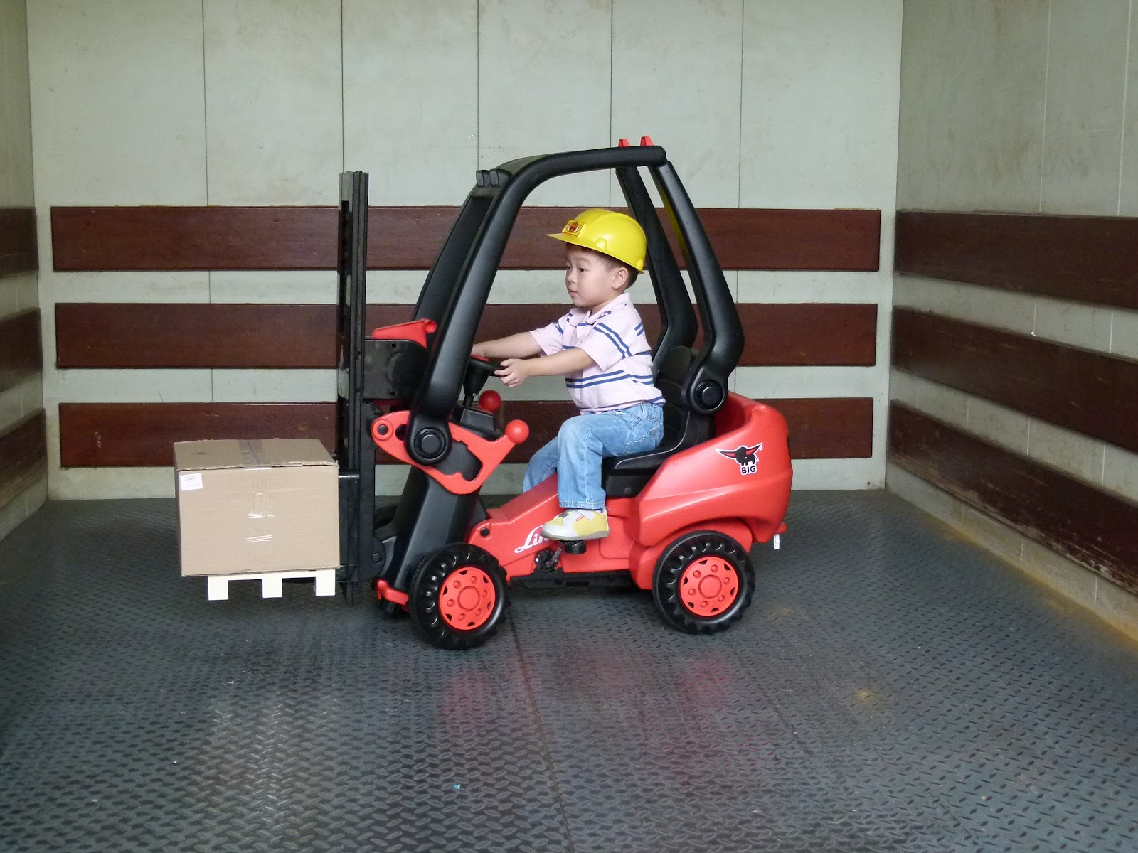 Fork Lift Pedals : Great toys for children from makers big linde