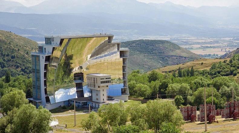 El más grande horno solar en Odeillo