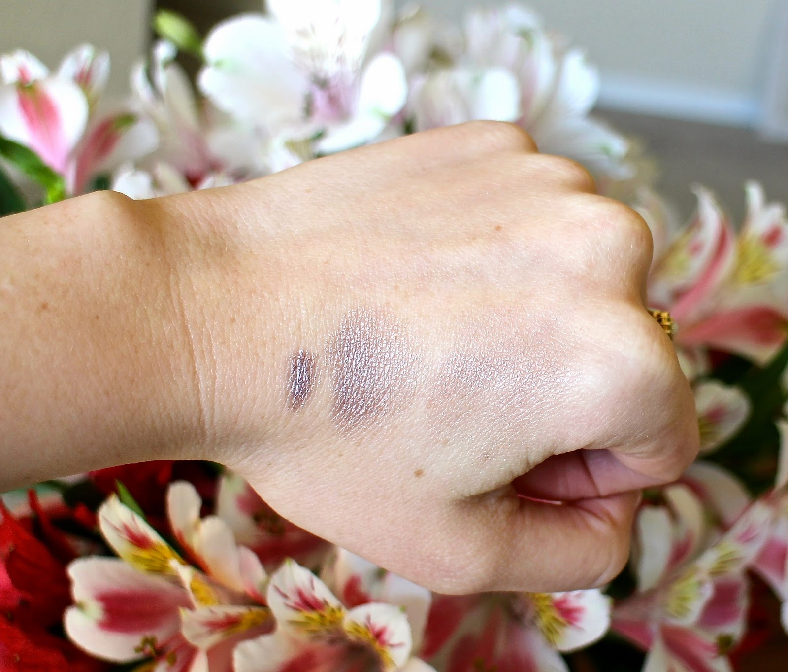 Swatch Laura Mercier eye alloy