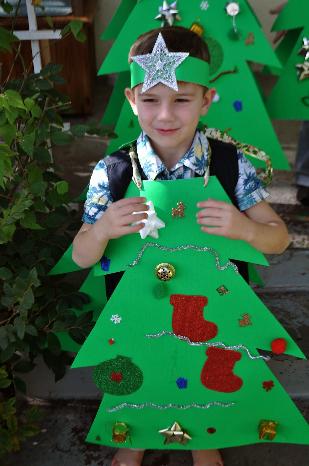 christmas tree costumes that he grabbed the kids after church one sunday and snapped a few shots since the kids decorated their own trees - Christmas Tree Costume