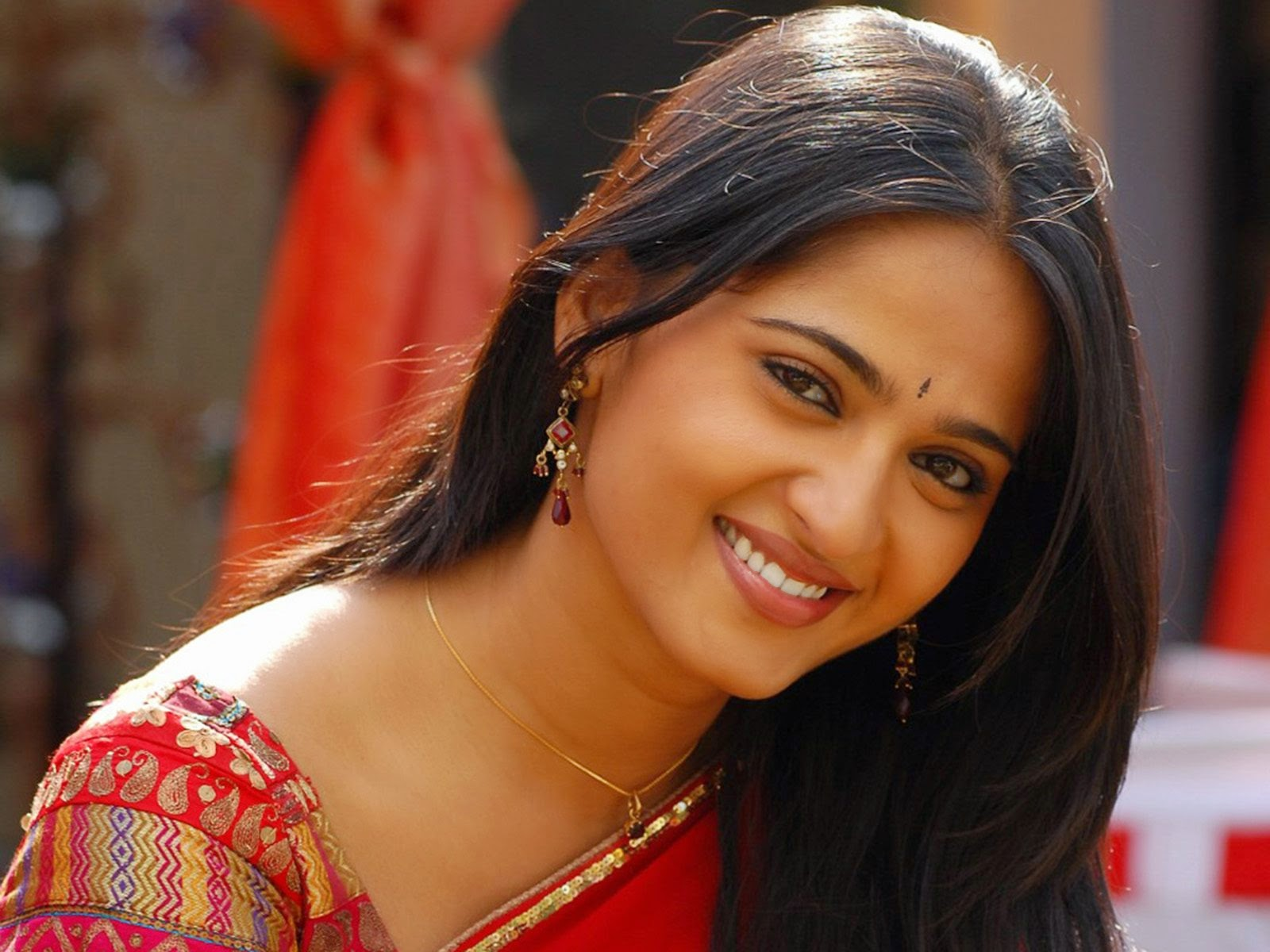 Anushka in red saree hd hot sexy wallpapers