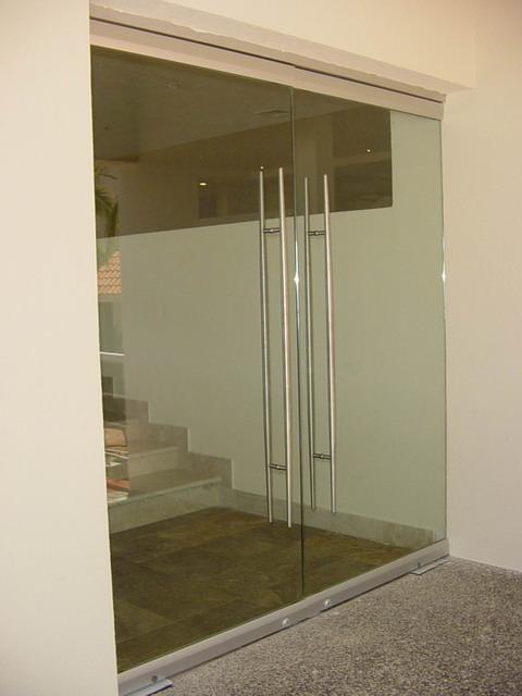 Ventanas y puertas for Puerta cristal templado