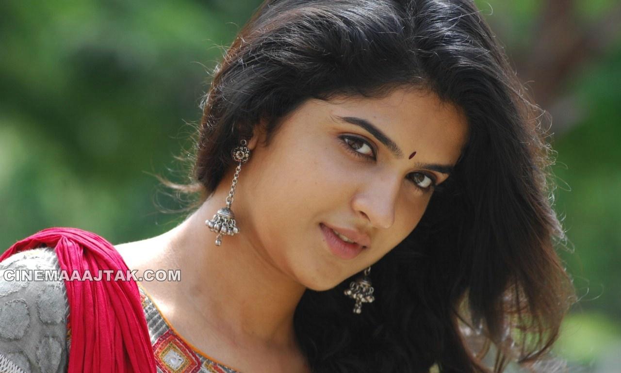 , Deeksha Seth New Face Close Up Pics
