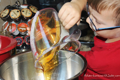 pour honey easily from an oiled measuring cup