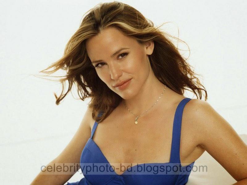 Jennifer+Garner+Latest+Hot+Photos+With+Short+Biography017