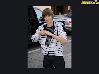 Black wallpaper of Justin Bieber
