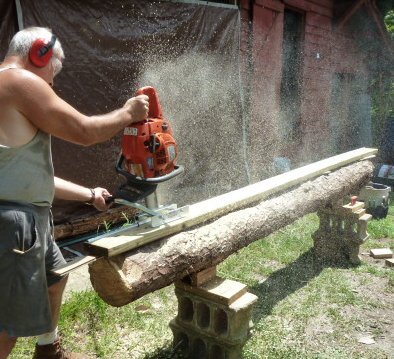 Jonsered 600 Chainsaw Mill Cutting Planks