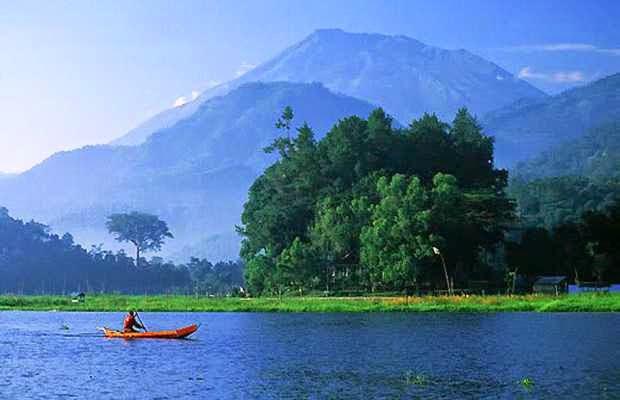 Rawa pening - tempat wisata alam di unggaran